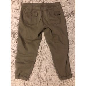 Anthropologie Pants - Anthropologie Hei Hei Olive Cropped Joggers Size 6